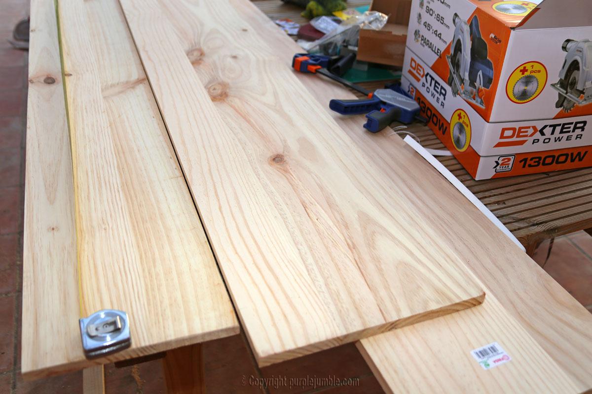 Diy une tag re en bois sur mesure pour mes plantes for Planche bois sur mesure