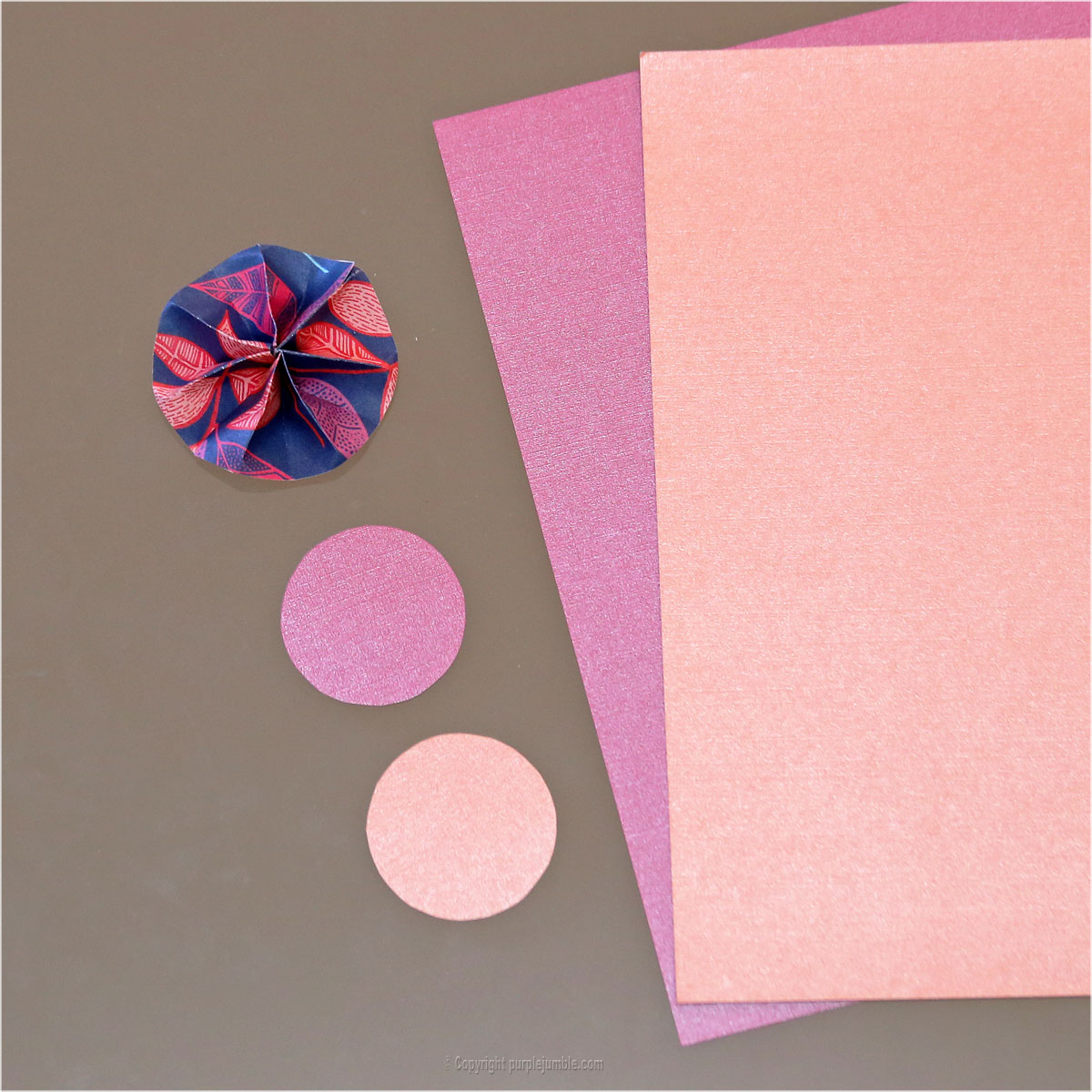 DIY rosaces papier décoration murale