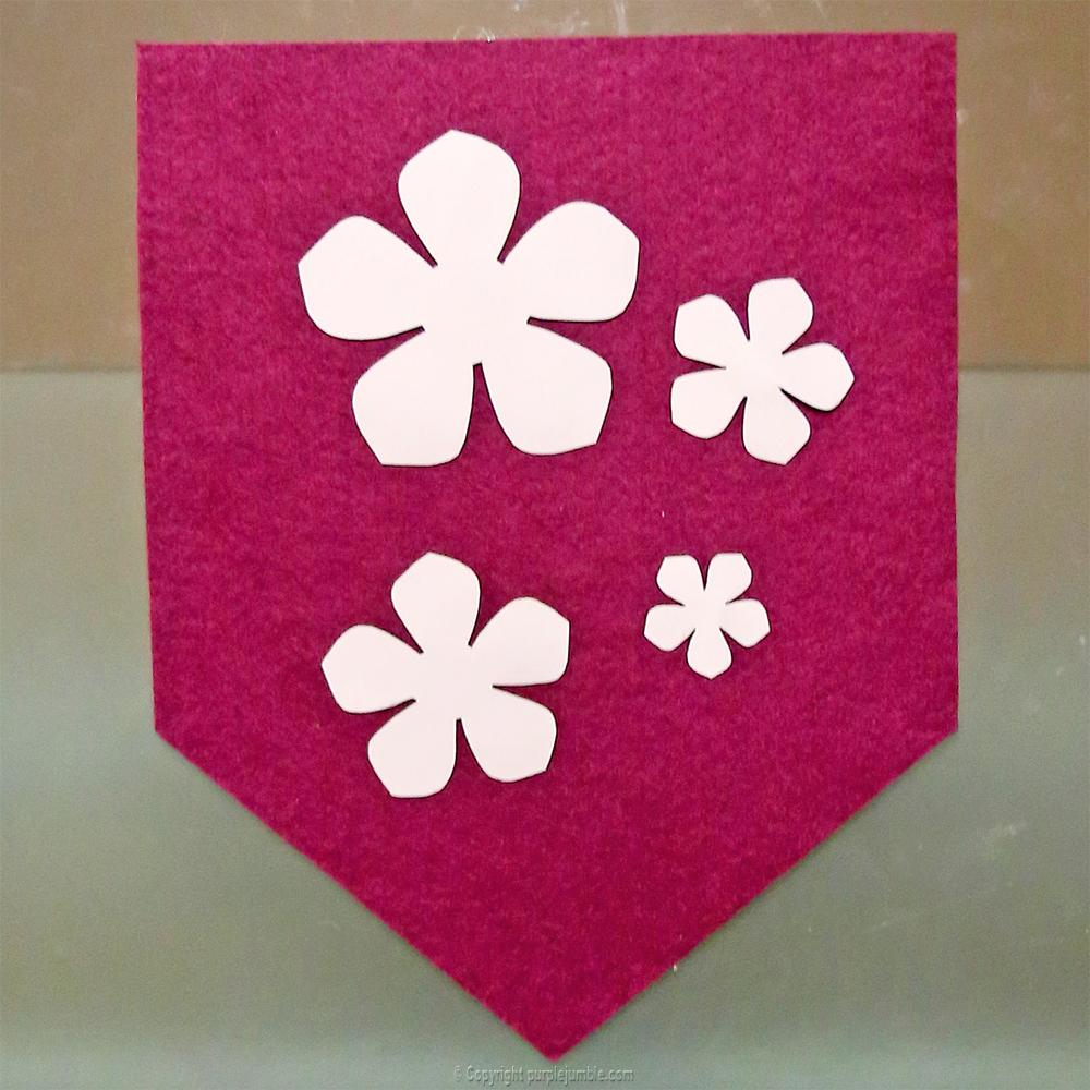 bannière feutrine fleurs papier pompons