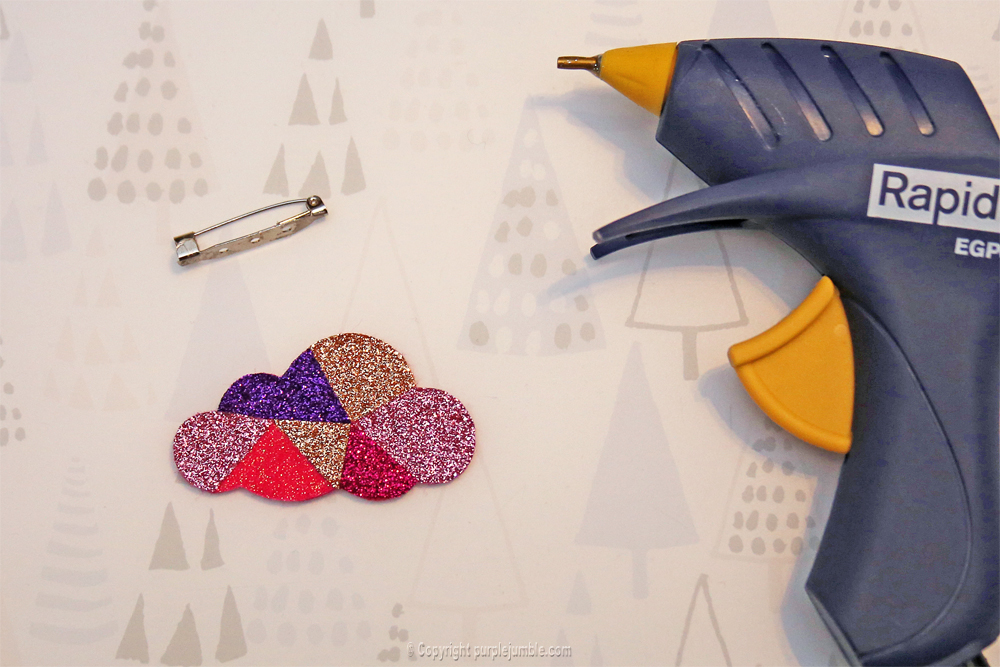diy-broche-feutrine-thermocollant-paillettes-10