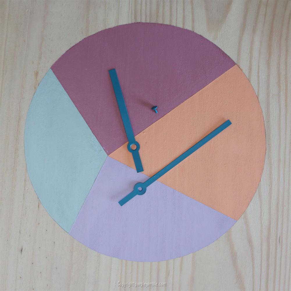 diy étagère bois horloge couleurs