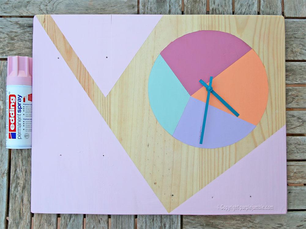 diy étagère bois horloge rose pastel
