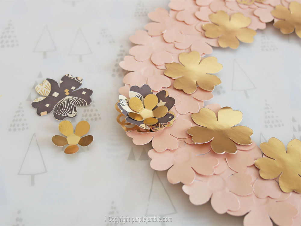 diy couronne fleurs papier noël superposées