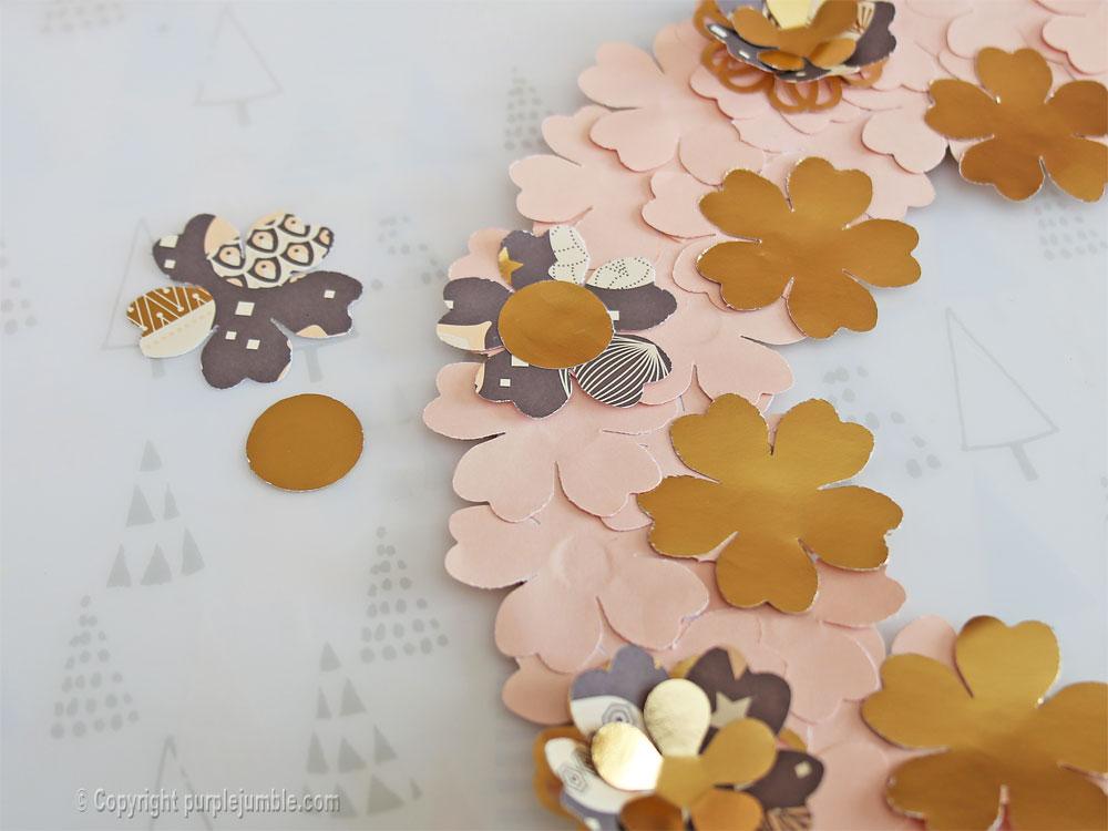 diy couronne fleurs papier noël taupe