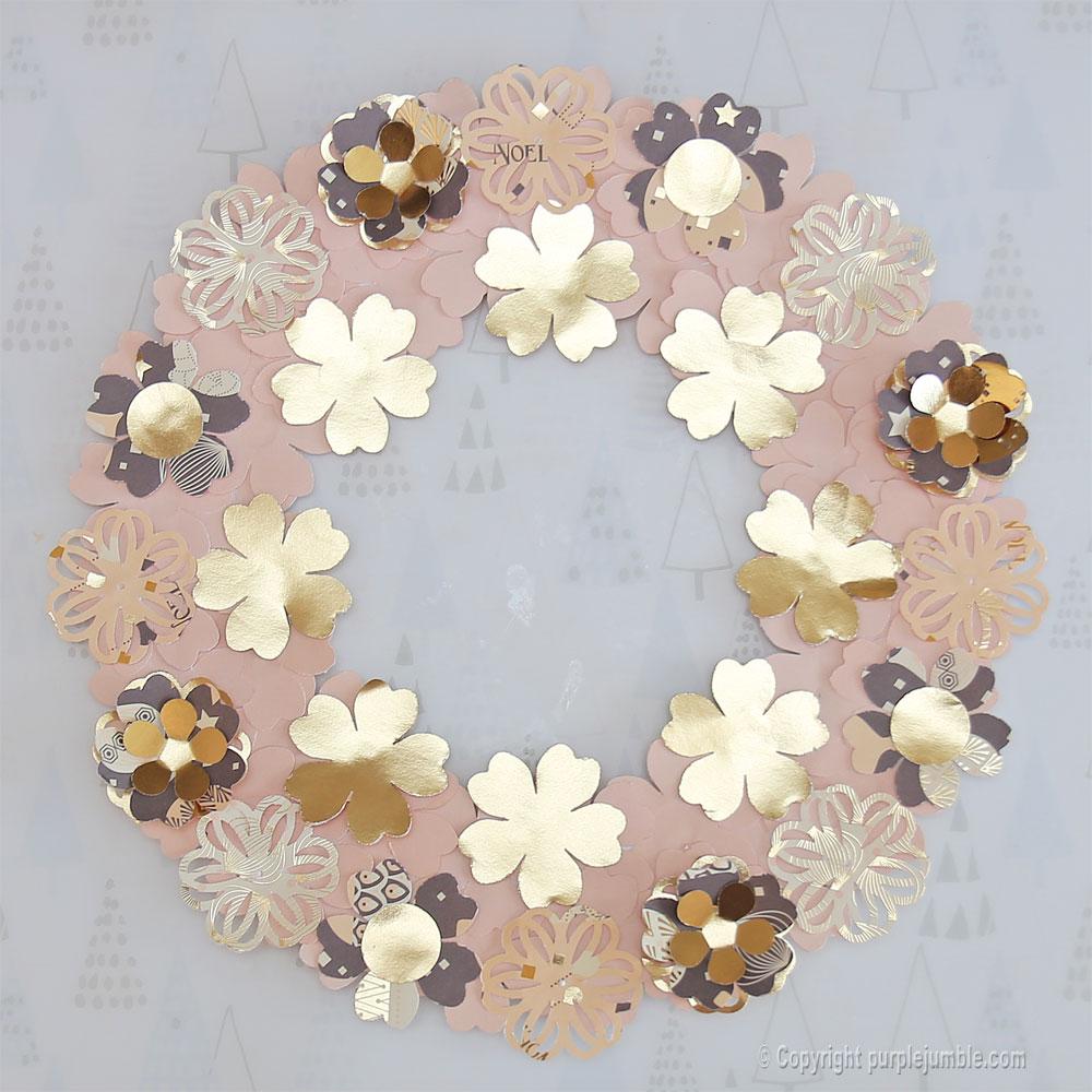 diy couronne fleurs papier noël composition