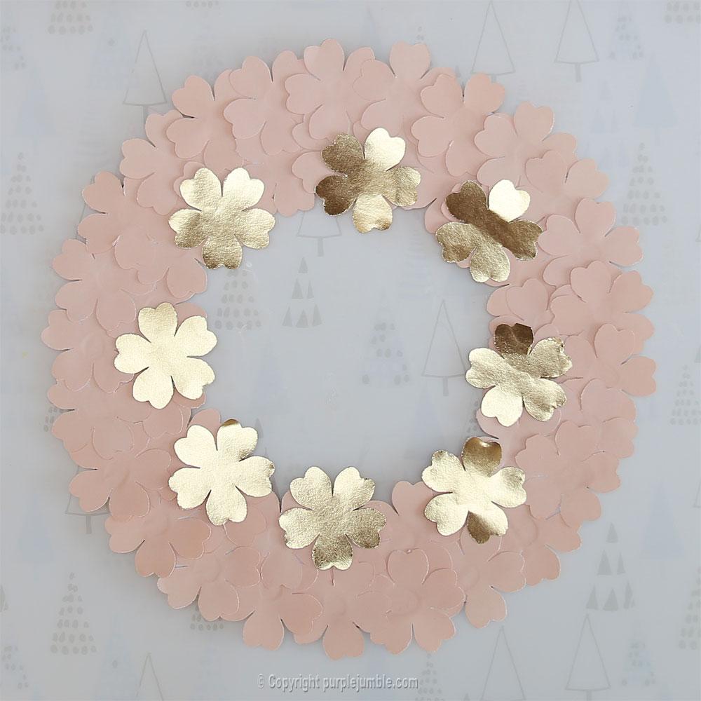 diy couronne fleurs papier noël doré