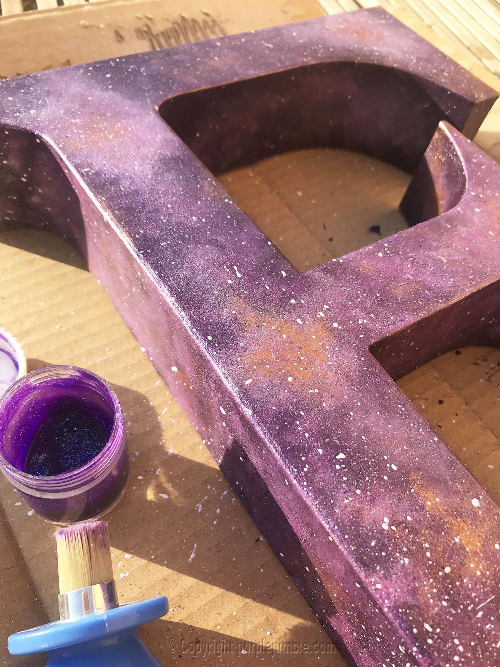 lettre carton peinture galaxie diy paillettes