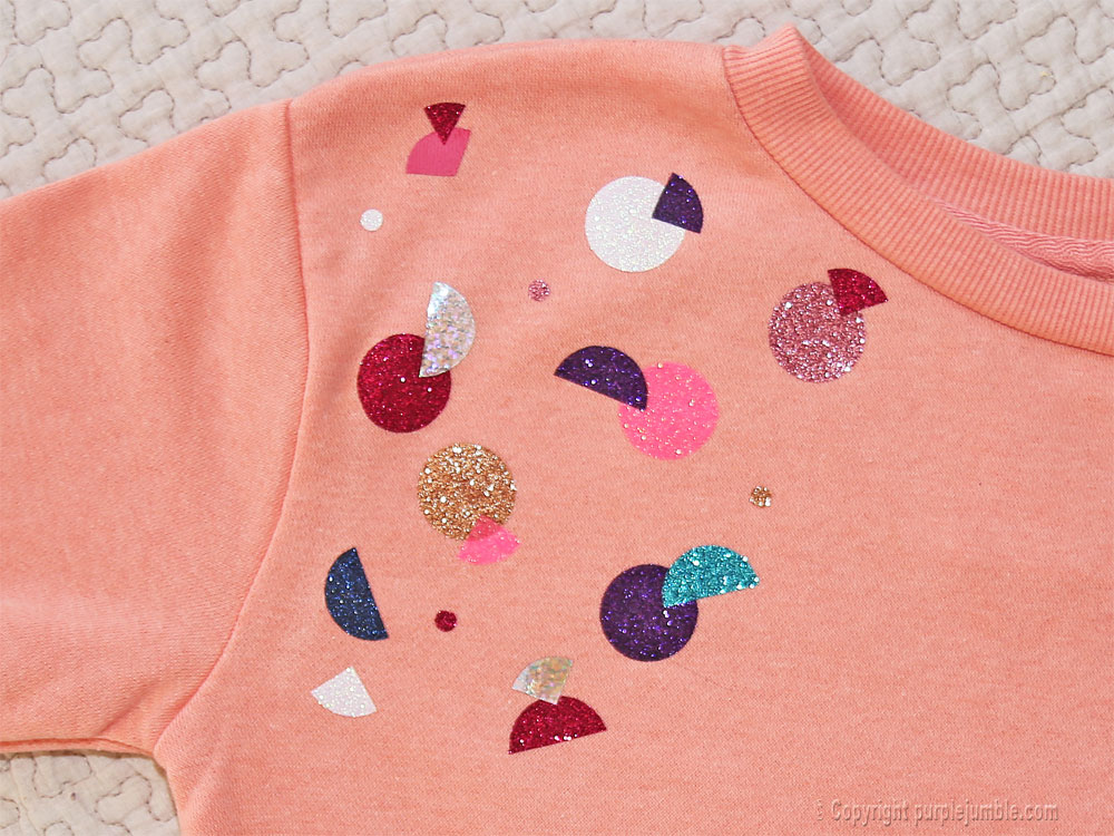 diy sweat customisé ronds paillettes épaule