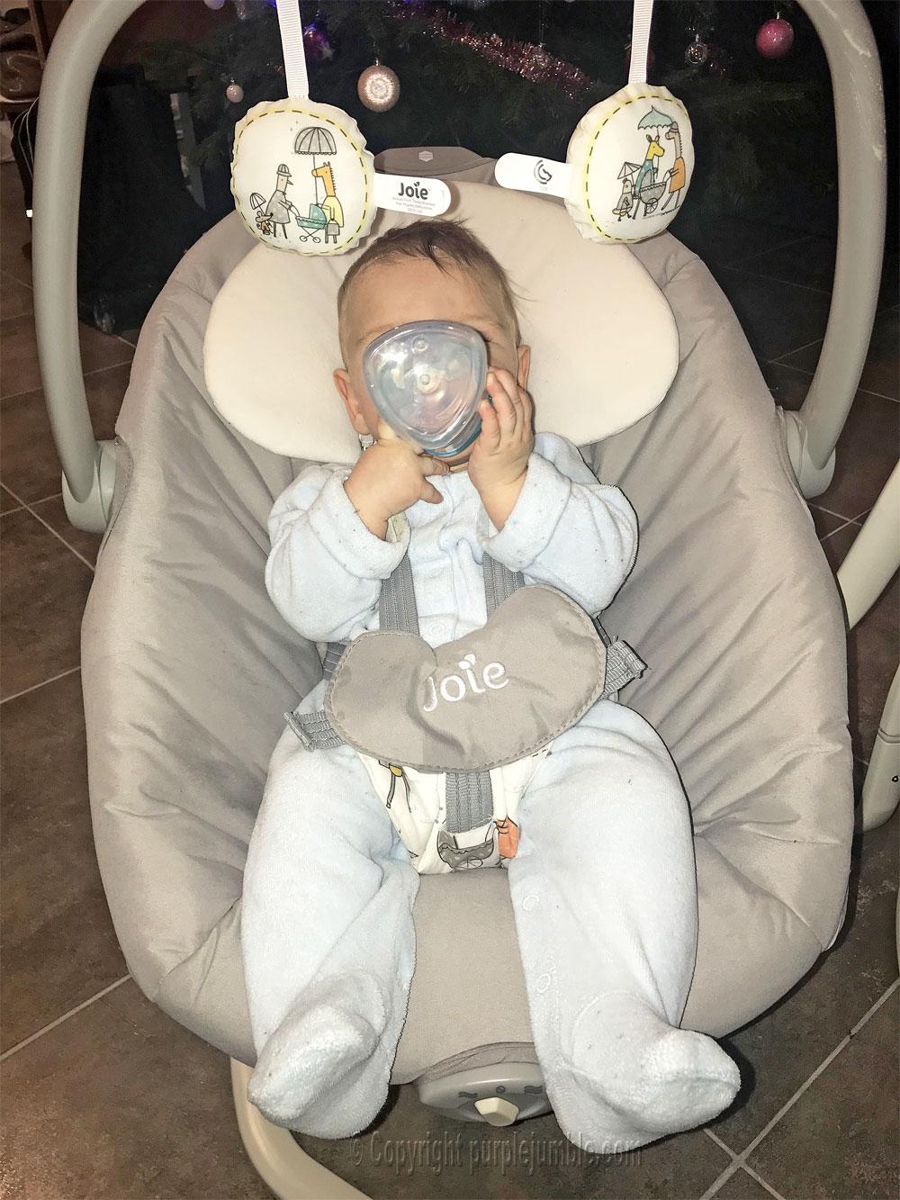 balancelle bébé serina 2 en 1 joie côté biberon