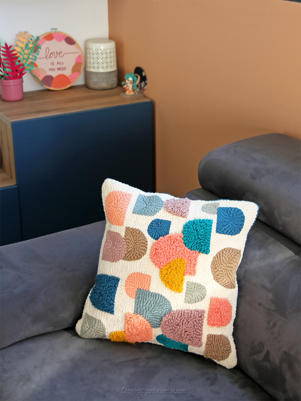 diy coussin punch needle fini