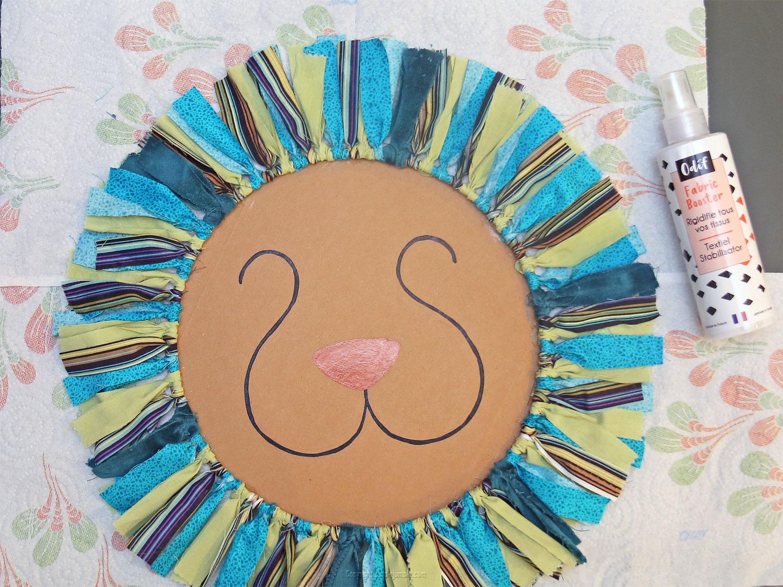 diy deco murale tete de lion bandelettes