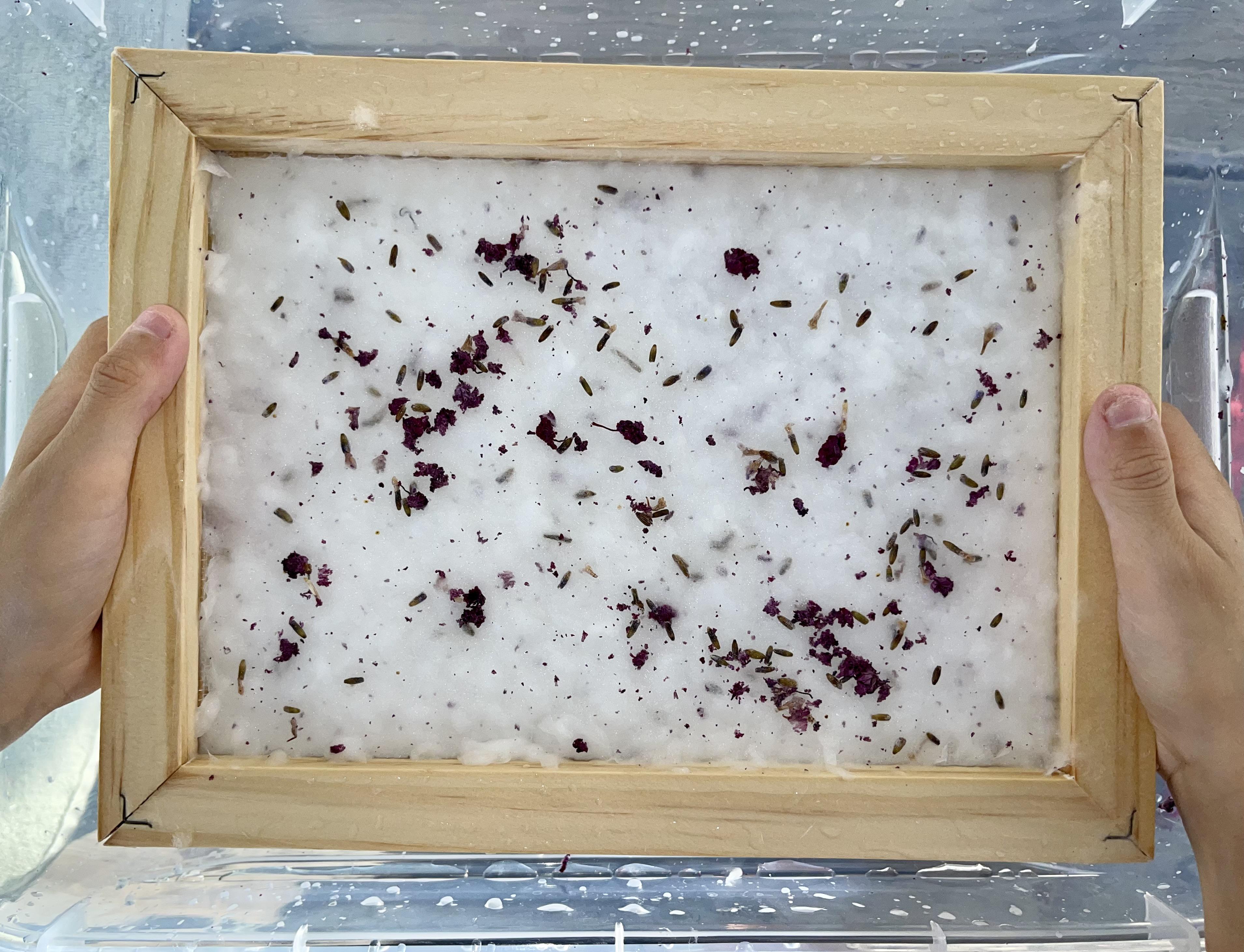diy fabriquer du papier fleurs sechees